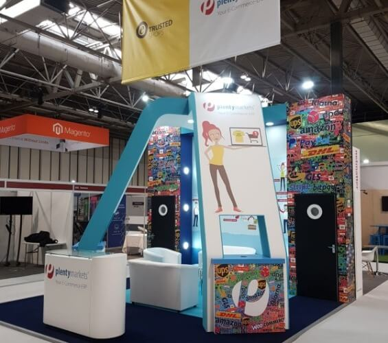 Exhibition stands for the E-commerce industry right supporting image